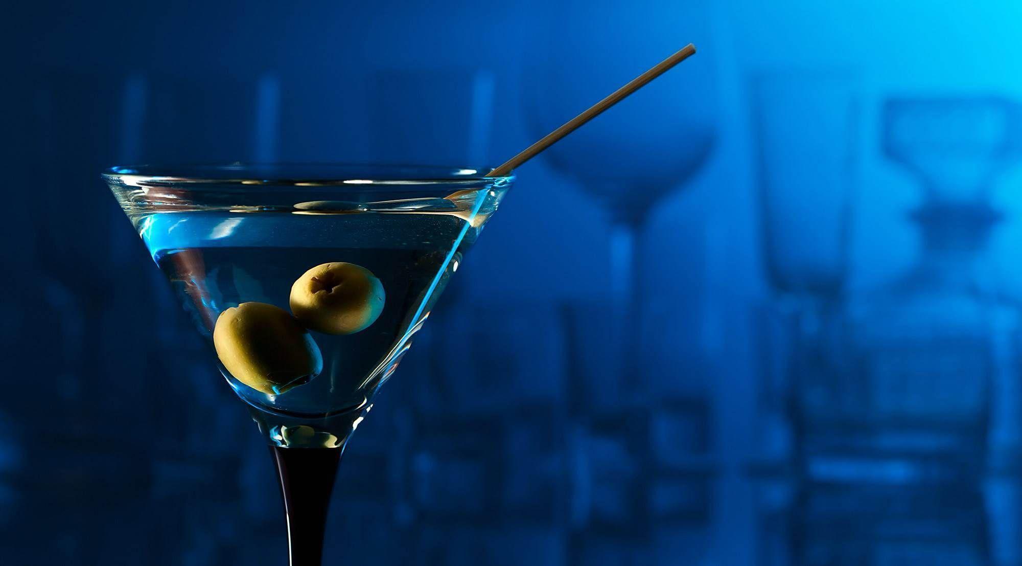 coctel_martini_fondo_azul